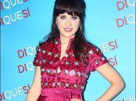 PHOTOS : Zooey Deschanel a juste une robe... improbable !