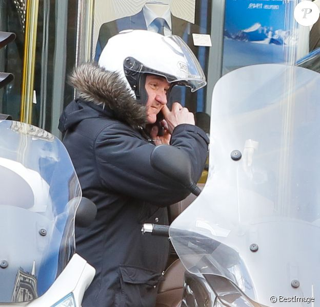 Info - Yves Calvi victime d'un accident de scooter sans gravité - Exclusif - Yves Calvi à Paris, le 27 février 2015