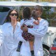 Kim Kardashian avec son mari Kanye West emmènent leur fille North West au cinéma pour voir le film 'Finding Dory' à Calabasas le 25 juin 2016.