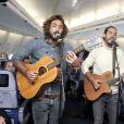 Exclusif - Fréro Delavega - La compagnie aérienne Corsair International fête ses 35 ans et la Fête de la Musique 2016 à 35 000 pieds d'altitude avec un concert des Fréro Delavéga le 21 juin 2016.