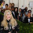 """Riccardo Tisci et la chanteuse Madonna à la Soirée Costume Institute Benefit Gala 2016 (Met Ball) sur le thème de """"Manus x Machina"""" au Metropolitan Museum of Art à New York, le 2 mai 2016. © Christopher Smith/AdMedia via ZUMA Wire/Bestimage"""
