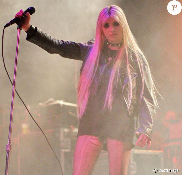 Taylor Momsen en concert à Vancouver le 18 mars 2012