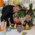 Mercredi 7 décembre, le prince Albert II et la princesse Charlene ont célébré le deuxième anniversaire du prince héréditaire Jacques et de la princesse Gabriella sur le thème d'un safari dans la jungle.