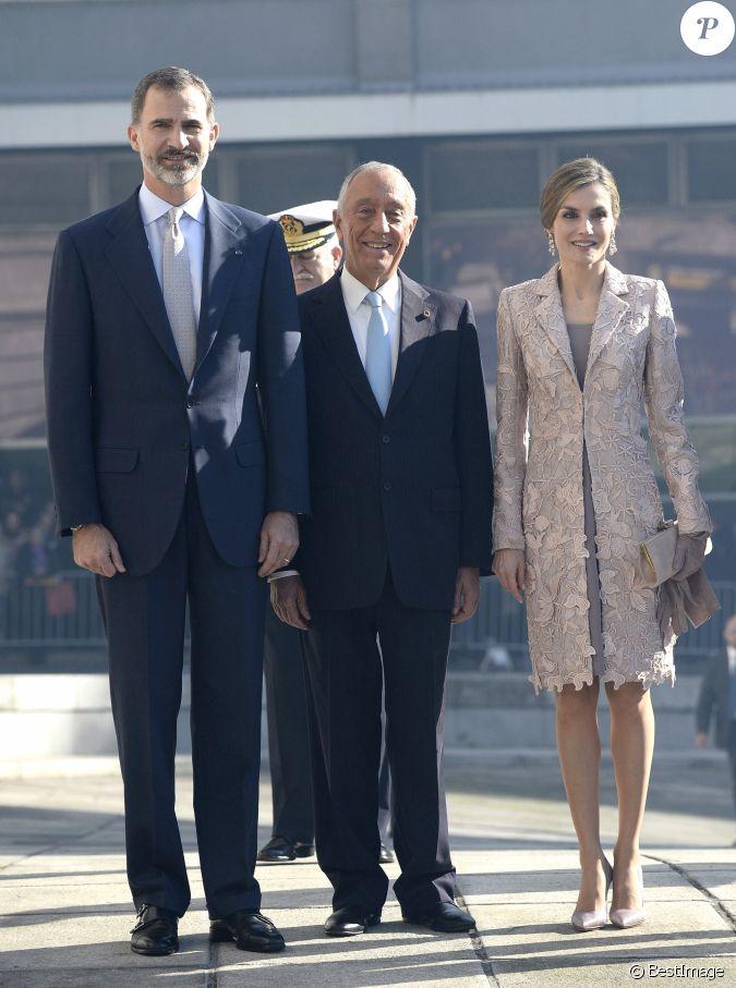 Le roi felipe vi et la reine letizia d 39 espagne visitent la for Chambre de commerce cannes