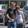 Exclusif - Lisa Rinna et son mari Harry Hamlin se baladent main dans la main dans les rues de Los Angeles, le 2 octobre 2016