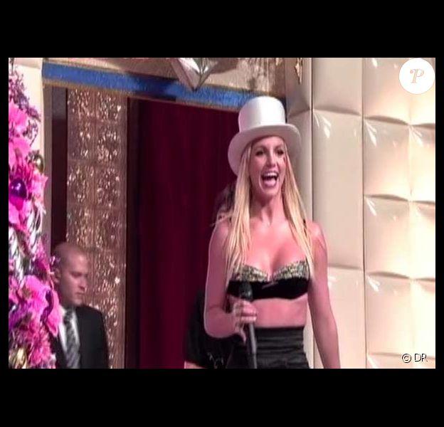 Britney Spears a sorti le grand jeu et le soutien-gorge en paillettes au Japon