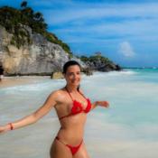Eve Angeli topless dans l'eau turquoise : Ses vacances torrides au Mexique