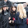 Sylvie Elias avec sa fille Déborah Marshall aux obsèques de Michèle Morgan en l'église Saint-Pierre de Neuilly-sur-Seine, le 23 décembre 2016.