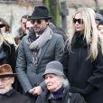 Paul Roussel (le frère de Michèle Morgan), Hélène Roussel (la soeur de Michèle Morgan), Sarah Marshall, William Marshall et Déborah Marshall lors des obsèques de Michèle Morgan,enterrée au côté de son compagnon Gérard Oury, au cimetière du Montparnasse. Paris, le 23 décembre 2016.