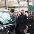 Sarah Marshall, William Marshall et Charlotte Messica (arrière petite-fille de Michèle Morgan) lors des obsèques de Michèle Morgan,enterrée au côté de son compagnon Gérard Oury, au cimetière du Montparnasse. Paris, le 23 décembre 2016.