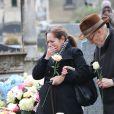 Paul Roussel (le frère de Michèle Morgan) et Isabelle lors des obsèques de Michèle Morgan,enterrée au côté de son compagnon Gérard Oury, au cimetière du Montparnasse. Paris, le 23 décembre 2016.