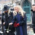 Sylvie Elias avec sa fille Déborah Marshall lors des obsèques de Michèle Morgan,enterrée au côté de son compagnon Gérard Oury, au cimetière du Montparnasse. Paris, le 23 décembre 2016.