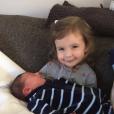 Jonas Krumholtz, le fils de David Krumholtz et de sa femme Vanessa Britting, né le 7 décembre 2016, avec sa grande soeur Pemma Mae.