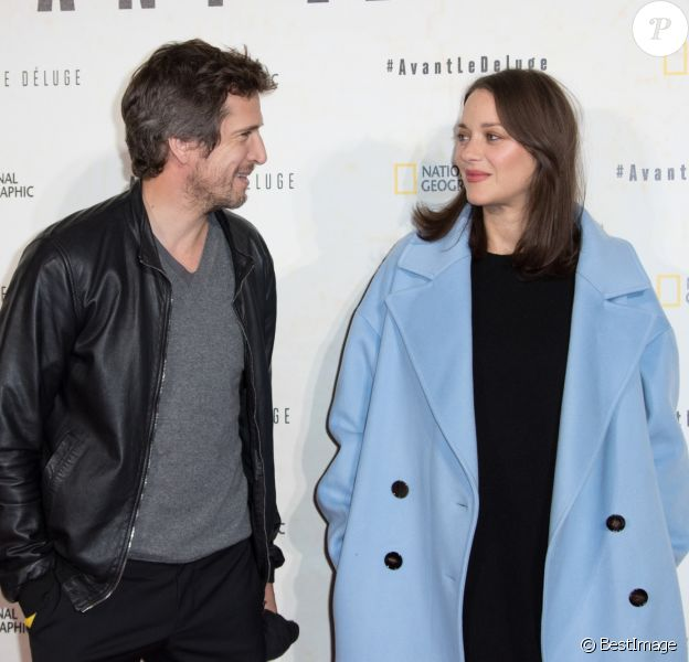 "Marion Cotillard enceinte et son compagnon Guillaume Canet - Avant première du documentaire ""Before the flood"" au théâtre du Chatelet à Paris le 17 octobre 2016. © Cyril Moreau/Bestimage"