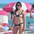 Daisy Lowe profite d'une journée ensoleillée sur la plage de Miami, le 2 janvier 2017.