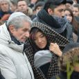 Claude Lelouch et Maïa Barouh (fille de Pierre Barouh) lors de la cérémonie religieuse en hommage à Pierre Barouh au cimetière de Montmartre à Paris le 4 janvier 2017.