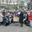 Atsuko Ushioda (femme de Pierre Barouh), Claude Lelouch lors de la cérémonie religieuse en hommage à Pierre Barouh au cimetière de Montmartre à Paris le 4 janvier 2017