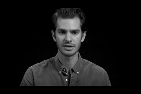 """Andrew Garfield """"défoncé"""" avec Emma Stone à Disneyland : Spider-man s'est lâché"""