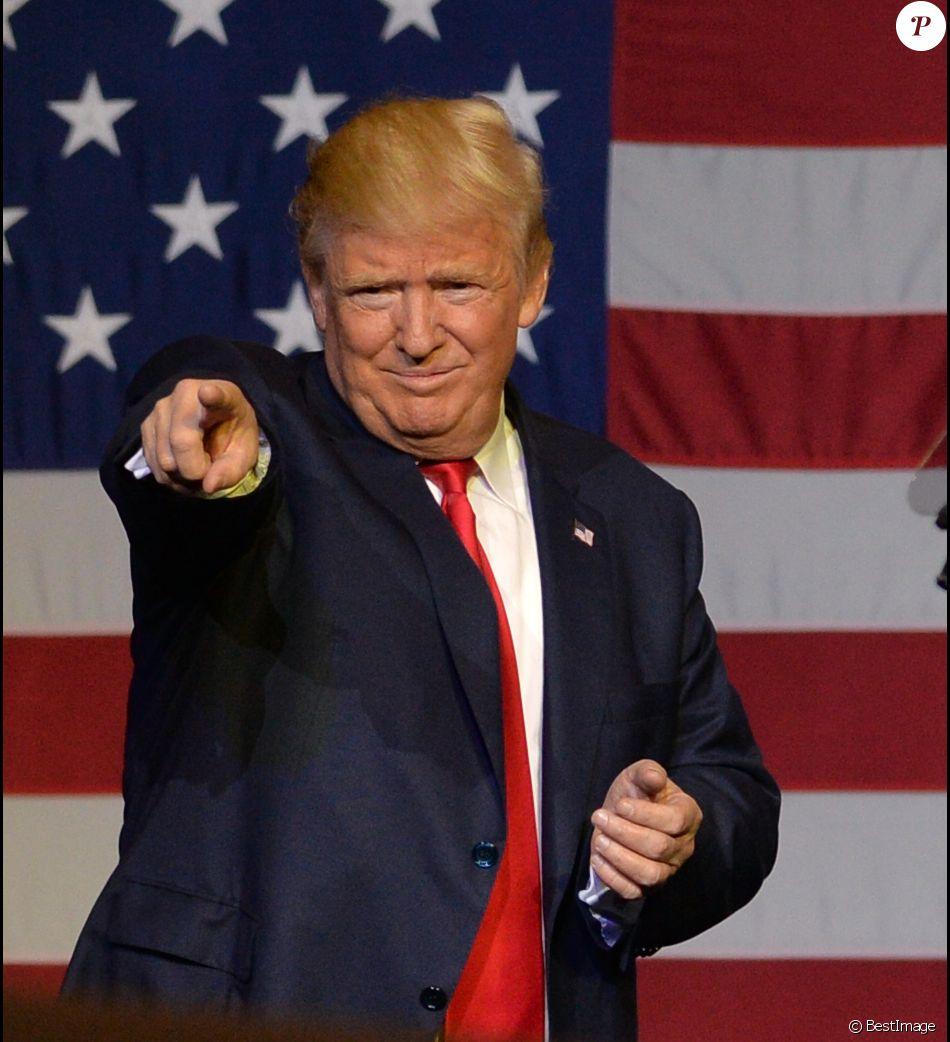 Le candidat républicain à l'élection présidentielle Donald Trump en campagne au centre South Florida Fairgrounds à West Palm Beach, Floride, Etats-Unis, le 13 octobre 2016.