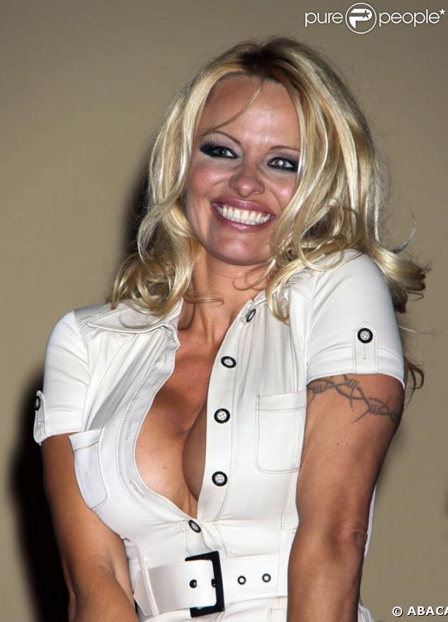 Pamela Anderson, gonflée à bloc pour une vente aux enchères de Las Vegas