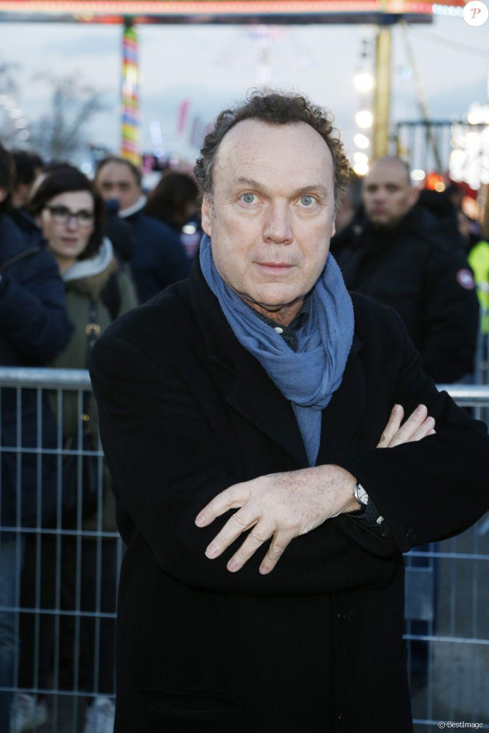"""Julien Lepers - Soirée d'ouverture de la """"Foire du Trône"""" à Paris, le 25 mars 2016. © Christophe Aubert via Bestimage"""