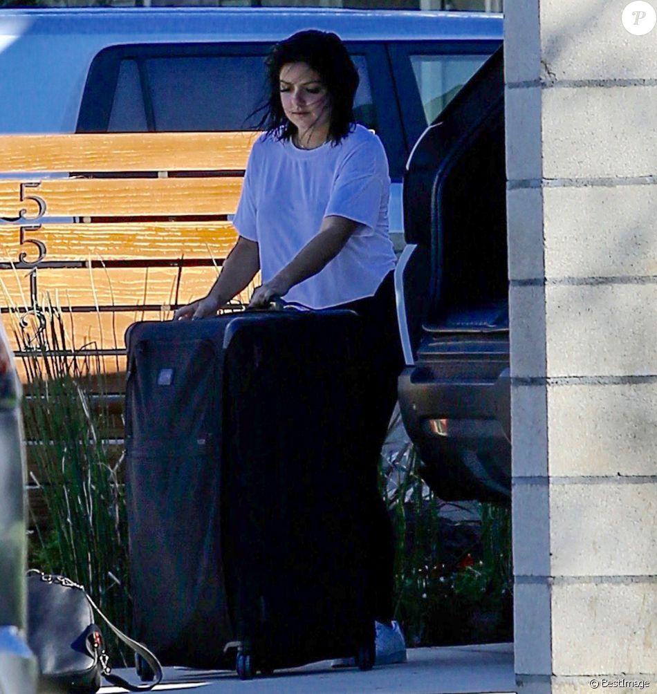 exclusif ariel winter d charge ses bagages de sa voiture los angeles le 13 janvier 2017. Black Bedroom Furniture Sets. Home Design Ideas