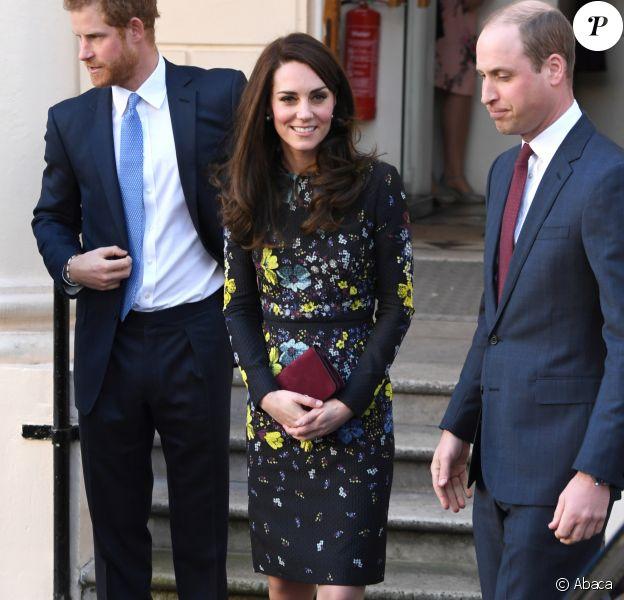 La duchesse Catherine de Cambridge, le prince William et le prince Harry repartent le 17 janvier 2017 de l'Institut d'art contemporain de Londres après une réunion de leur association Heads Together en vue du marathon de Londres au mois d'avril, où Heads Together sera l'Association de l'année.