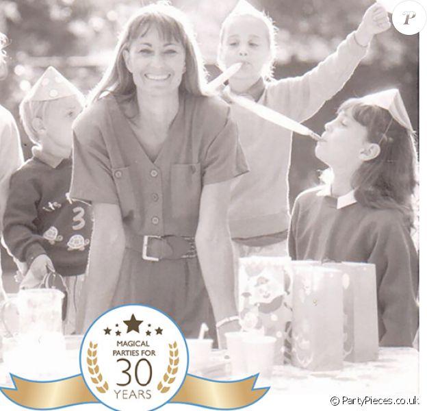 Party Pieces, la société de Carole Middleton, mère de Kate, Pippa et James, fête en 2017 son 30e anniversaire. Pour marquer cet événement, Carole a publié un texte retraçant cette aventure, illustré par cette photo figurant sa fille Catherine à 7 ans.
