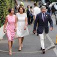 Pippa Middleton et ses parents Carole et Michael à la sortie des tribunes du tournoi de tennis de Wimbledon le 6 juillet 2016