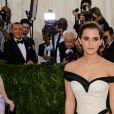 """Emma Watson - Soirée Costume Institute Benefit Gala 2016 (Met Ball) sur le thème de """"Manus x Machina"""" au Metropolitan Museum of Art à New York, le 2 mai 2016."""