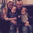 Thomas Buffel et Stéphanie De Buysser posent avec leurs jumeaux Maceo et Fausto sur Instagram.