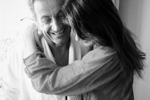 """Carla Bruni-Sarkozy : Tendre message d'anniversaire à Nicolas, """"son amour"""""""