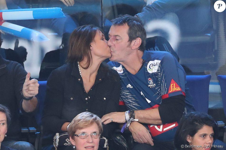 Jean Luc Reichmann Embrasse Sa Femme Nathalie Lors Du Match