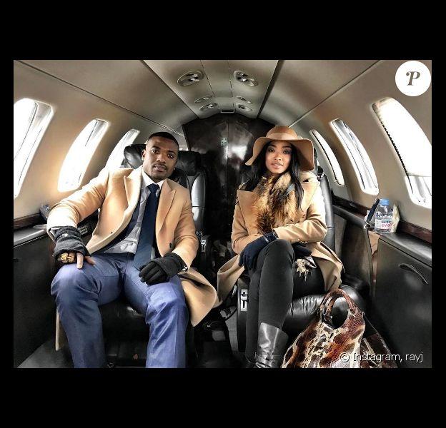 Ray J et Princess Love dans un jet privé en direction de Paris pour renouveller leurs voeux de mariage. Photo publiée sur Instagram à la fin du mois de janvier 2017