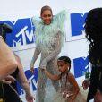 Beyoncé avec sa fille Blue Ivy Carter, qui va devenir grande soeur deux fois en 2017, sa maman étant enceinte de jumeaux ! - Photocall des MTV Video Music Awards 2016 au Madison Square Garden à New York. Le 28 août 2016 © Nancy Kaszerman / Zuma Press / Bestimage