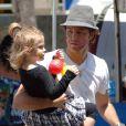 Larry Birkhead et sa fille Dannielynn, dont la maman est la regretée Anna Nicole Smith, à Los Angeles le 13 juin 2010.
