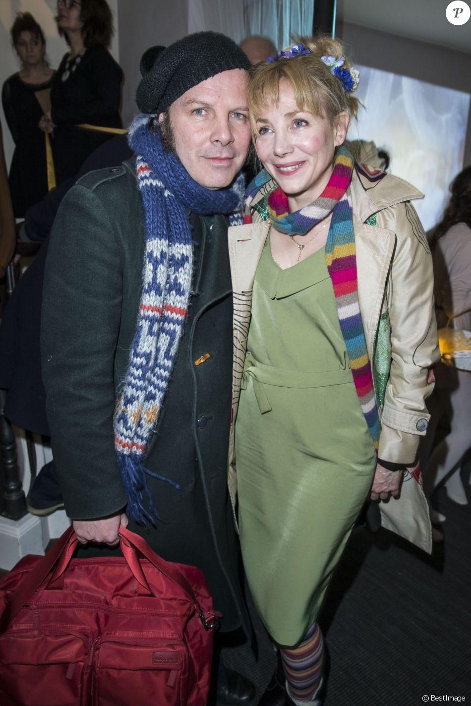 julie depardieu a mis un an avant d 39 embrasser son compagnon philippe katerine purepeople. Black Bedroom Furniture Sets. Home Design Ideas