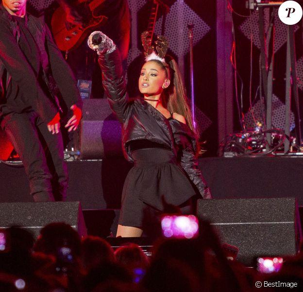 """Ariana Grande en concert lors du """"Power 96.1's iHeart Radio"""" présenté par Capital One à la salle Philips Arena à Atlanta, le 16 décembre 2016. © Alyssa Trofort/The Photo Access/Zuma Press/Bestimage"""