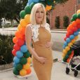 """Tori Spelling enceinte de son cinquième enfant à la 27ème journée caritative Elizabeth Glaser Pediatric AIDs Foundation 'A Time For Heroes' à Culver City le 23 octobre 2016."""