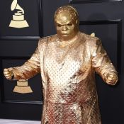 CeeLo Green : Un accoutrement ridicule aux Grammy Awards, il présente son double