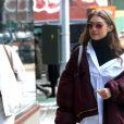 Gigi Hadid se promène à New York, le 11 février 2017.