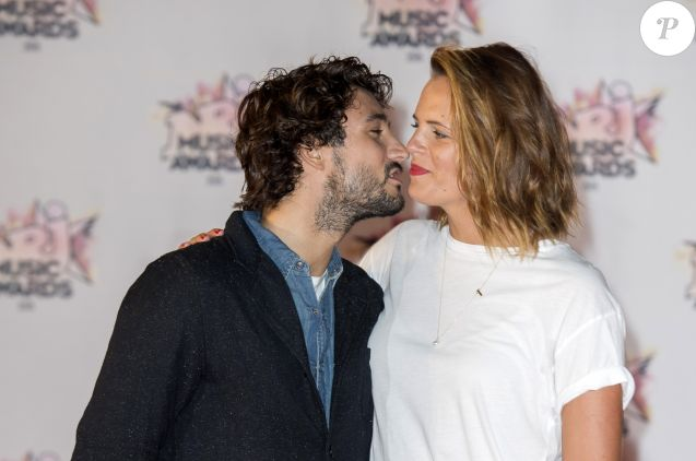Laure Manaudou et son compagnon Jérémy Frérot à la 17ème cérémonie des NRJ Music Awards 2015 au Palais des Festivals à Cannes, le 7 novembre 2015.