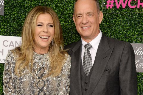 Rita Wilson révèle comment son mari Tom Hanks l'a aidée à surmonter le cancer...