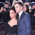 """Robert Pattinson et sa compagne FKA Twigs à la première de """"The Lost City of Z"""" à Londres, le 16 février 2017."""