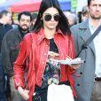 """Kendall Jenner fait du shopping sur le fameux marché """"Portobello Road Market"""" de Notting Hill à Londres le 18 février 2017."""
