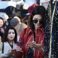 Kendall Jenner visite le Portobello Road Market de Notting Hill à Londres le 18 février 2017.