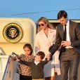 Ivanka Trump avec son mari Jared Kushner et leurs enfants Arabella Rose, Joseph Frederick et Theodore James à l'aéroport de Palm Beach, le 10 février 2017.