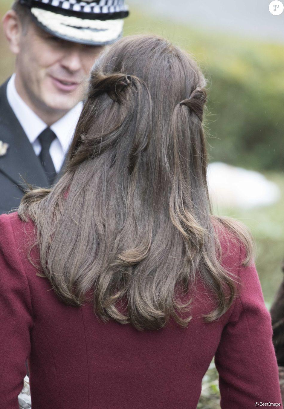 Détail de la coiffure de Kate Middleton. La duchesse de Cambridge ...