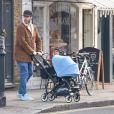 Howard Donald' du groupe Take That avec son fils Bowie Taylan Donald dans les rues de Londres, le 22 février 2016