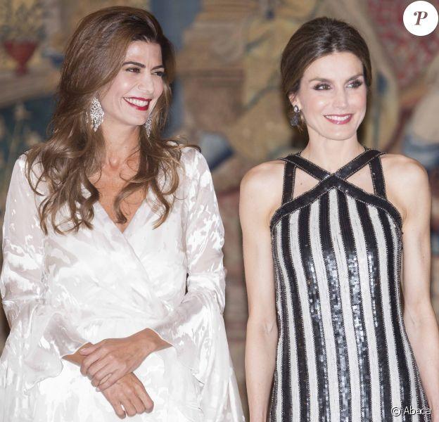 Le roi Felipe VI et la reine Letizia d'Espagne se réunissaient à nouveau avec le président argentin Mauricio Macri et sa femme Juliana Awada le 23 février 2017 au palais du Pardo à Madrid à l'occasion d'un dîner officiel offert par le couple présidentiel argentin, au lendemain de celui organisé par le couple royal.